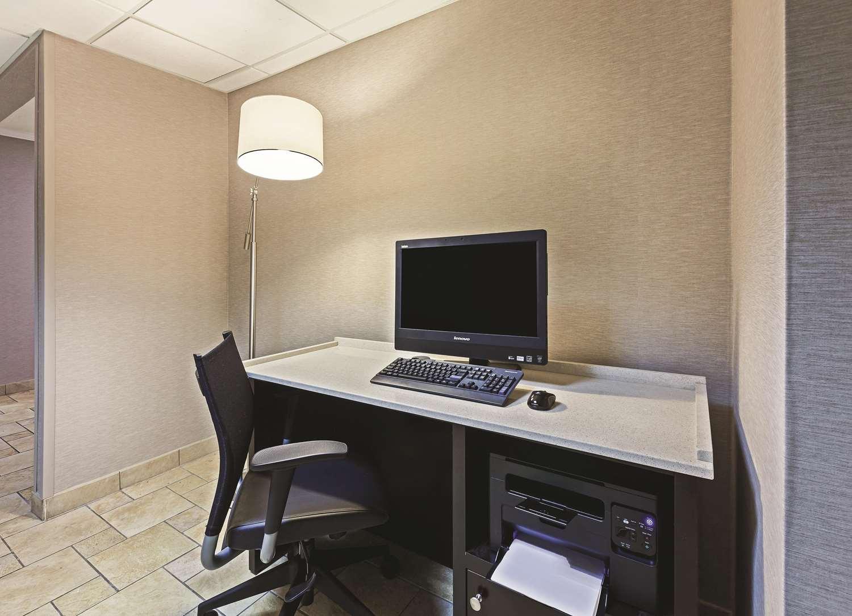 Conference Area - La Quinta Inn & Suites North Little Rock