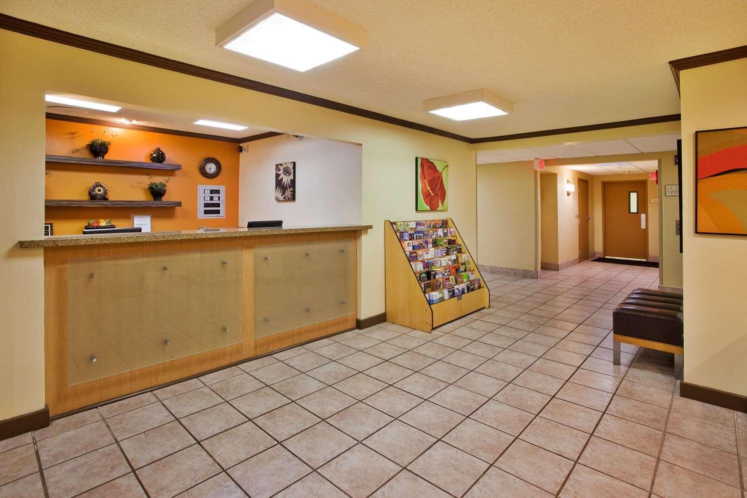Lobby - La Quinta Inn Southside Savannah