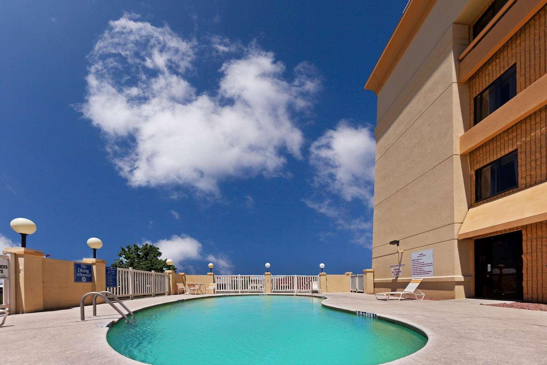 Pool - La Quinta Inn Bartlett El Paso