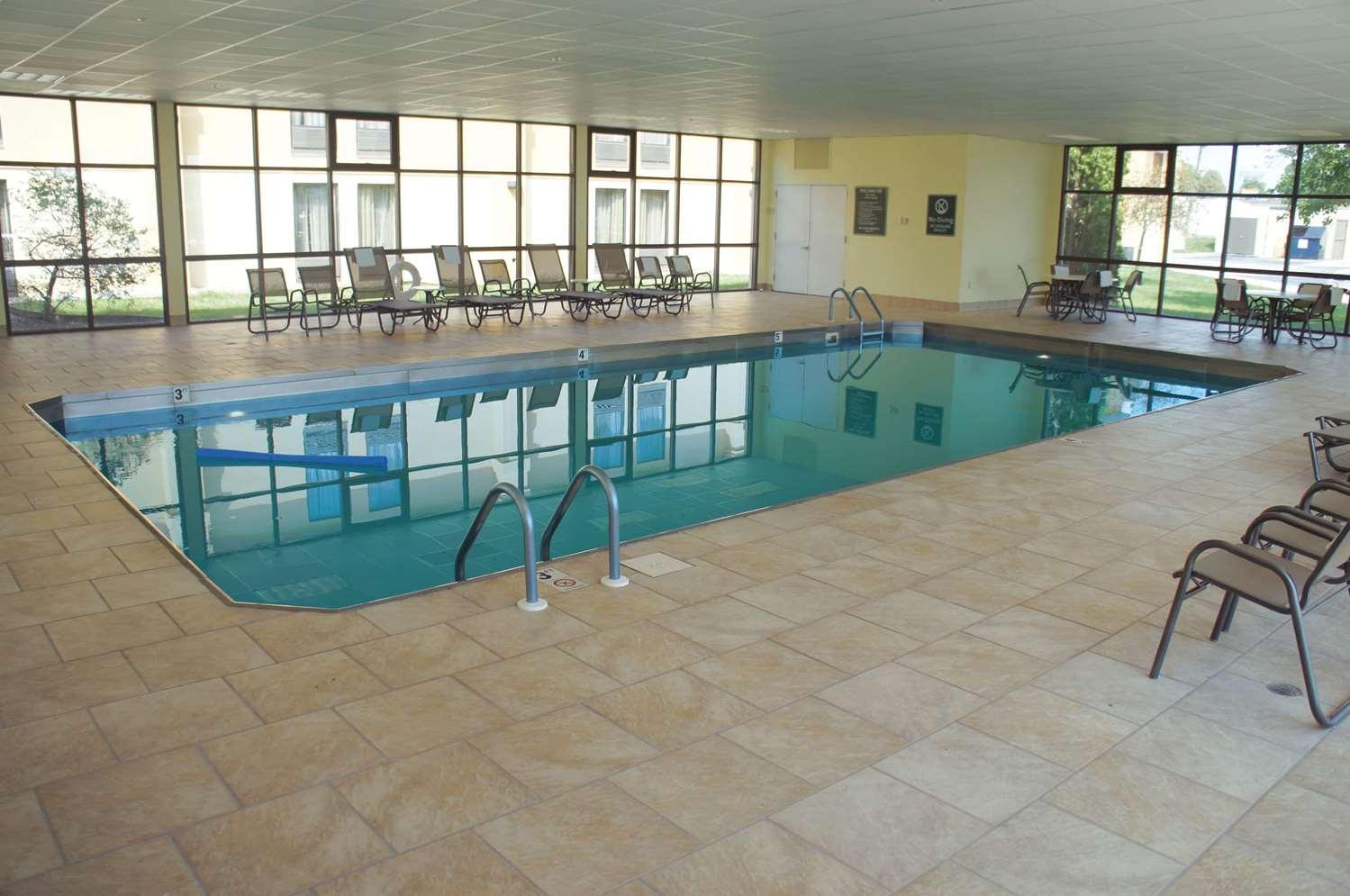 Pool - La Quinta Inn Davenport