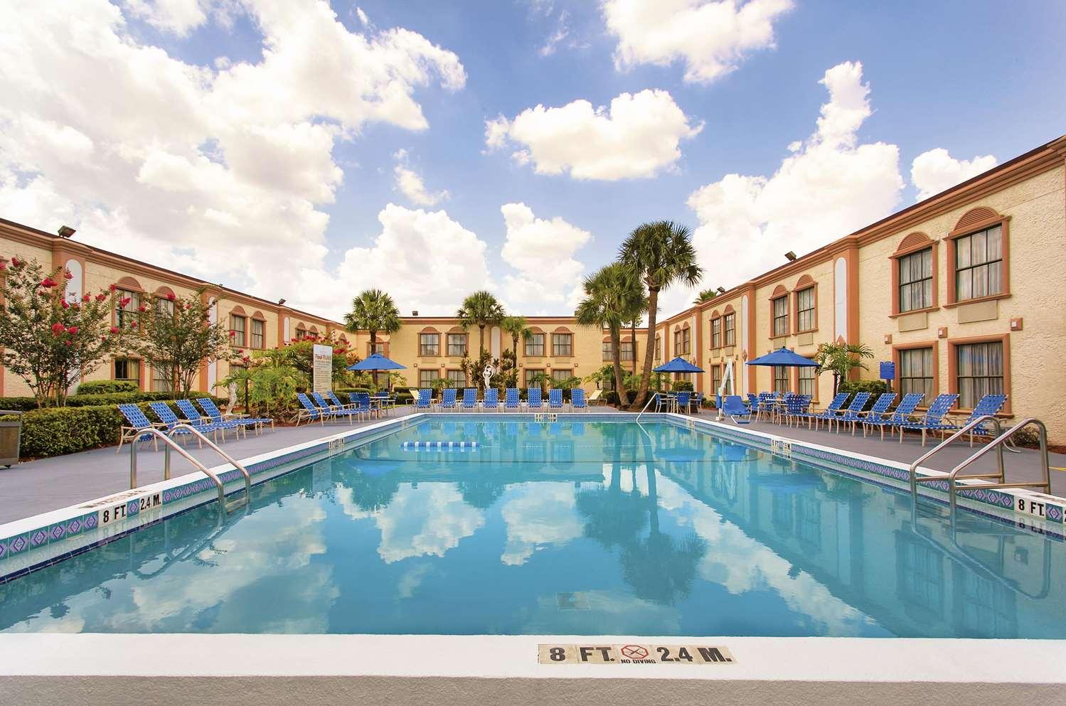 Pool - La Quinta Inn International Drive North Orlando