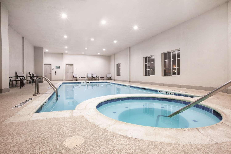 Pool - La Quinta Inn Mansfield