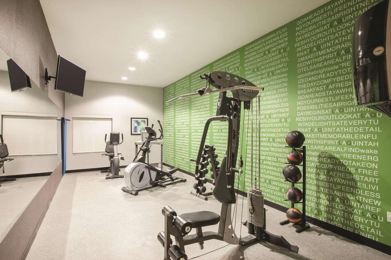 Fitness/ Exercise Room - La Quinta Inn Mansfield