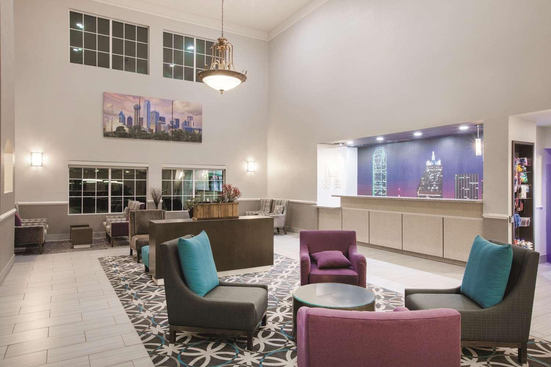 Lobby - La Quinta Inn Mansfield