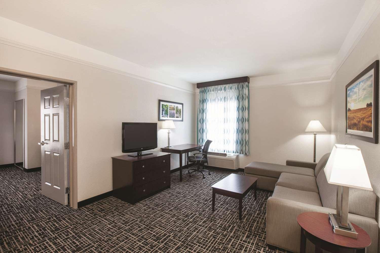 Suite - La Quinta Inn Mansfield