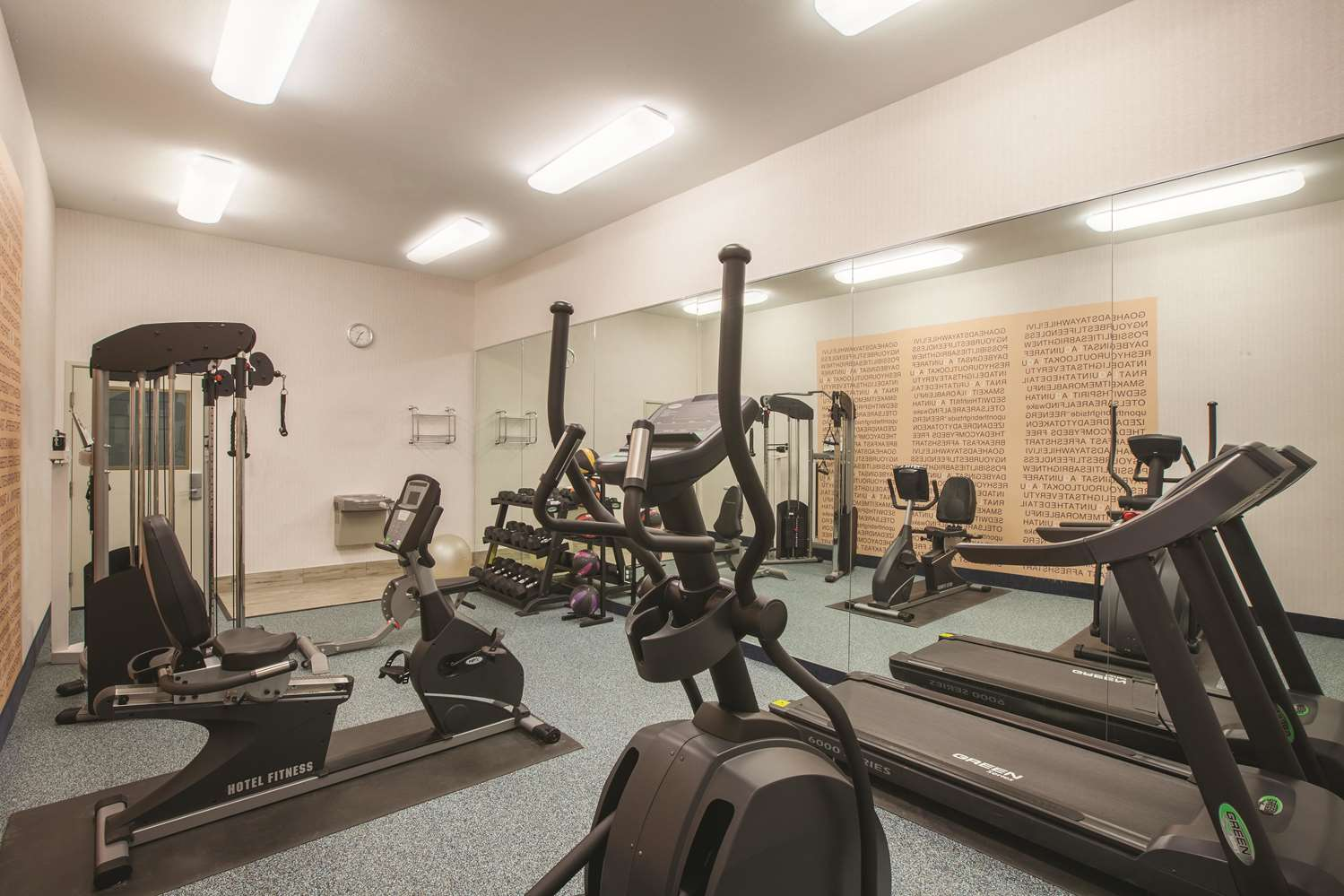 Fitness/ Exercise Room - La Quinta Inn & Suites Lake Charles