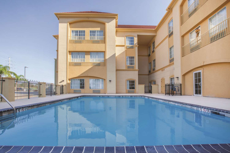 Pool - La Quinta Inn & Suites Lake Charles