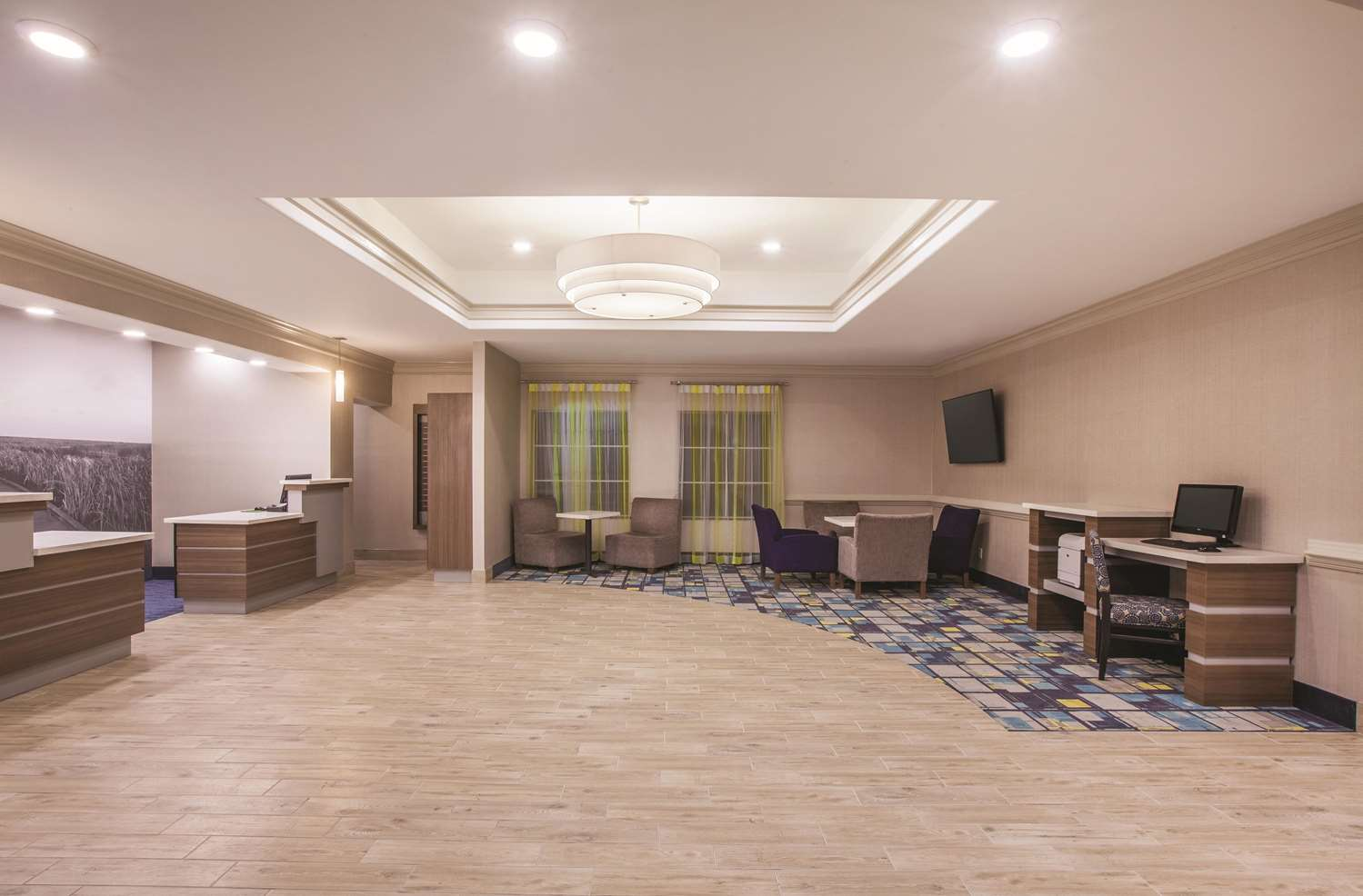 Lobby - La Quinta Inn & Suites Lake Charles