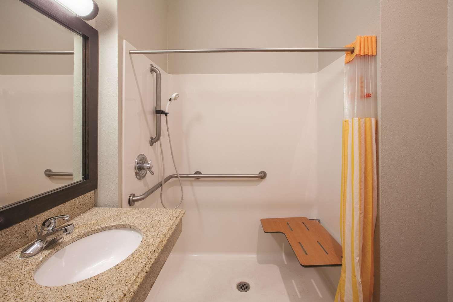 Room - La Quinta Inn & Suites Lake Charles