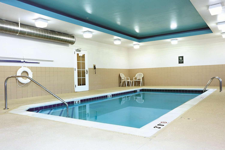 Pool - La Quinta Inn & Suites Norfolk