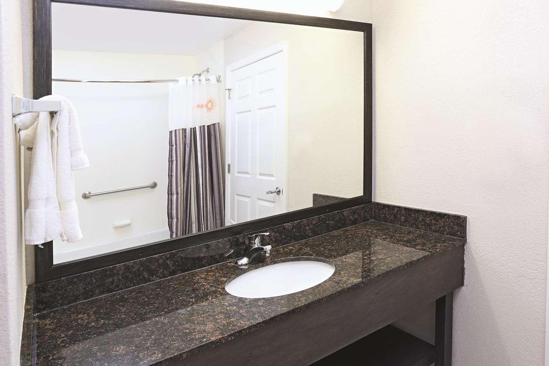 Room - La Quinta Inn & Suites Norfolk