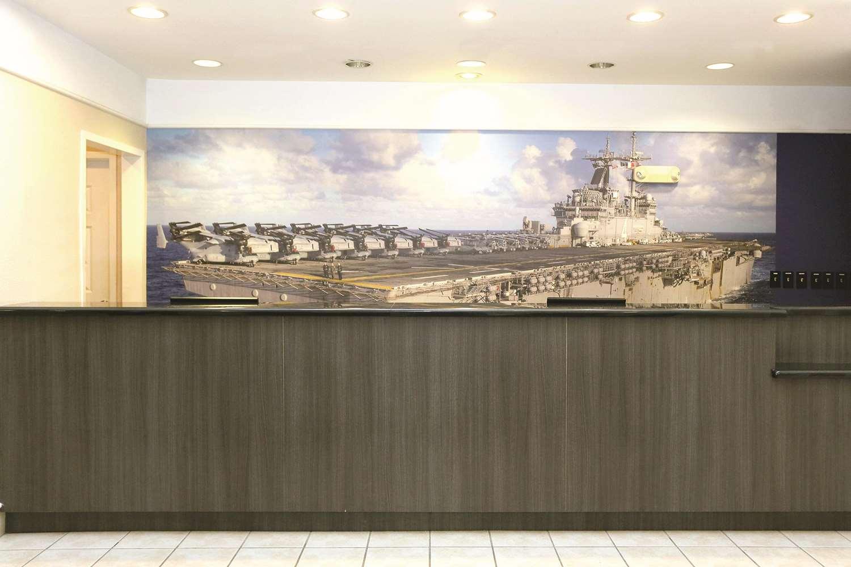 Lobby - La Quinta Inn & Suites Norfolk