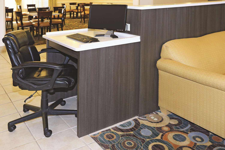 Conference Area - La Quinta Inn & Suites Norfolk