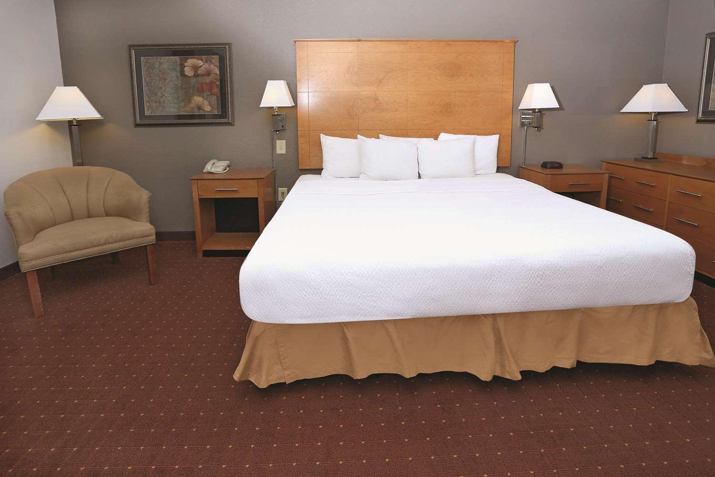 Suite - La Quinta Inn & Suites Norfolk