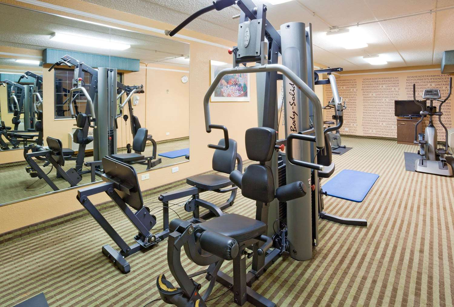 Fitness/ Exercise Room - La Quinta Inn O'Hare Airport Elk Grove Village