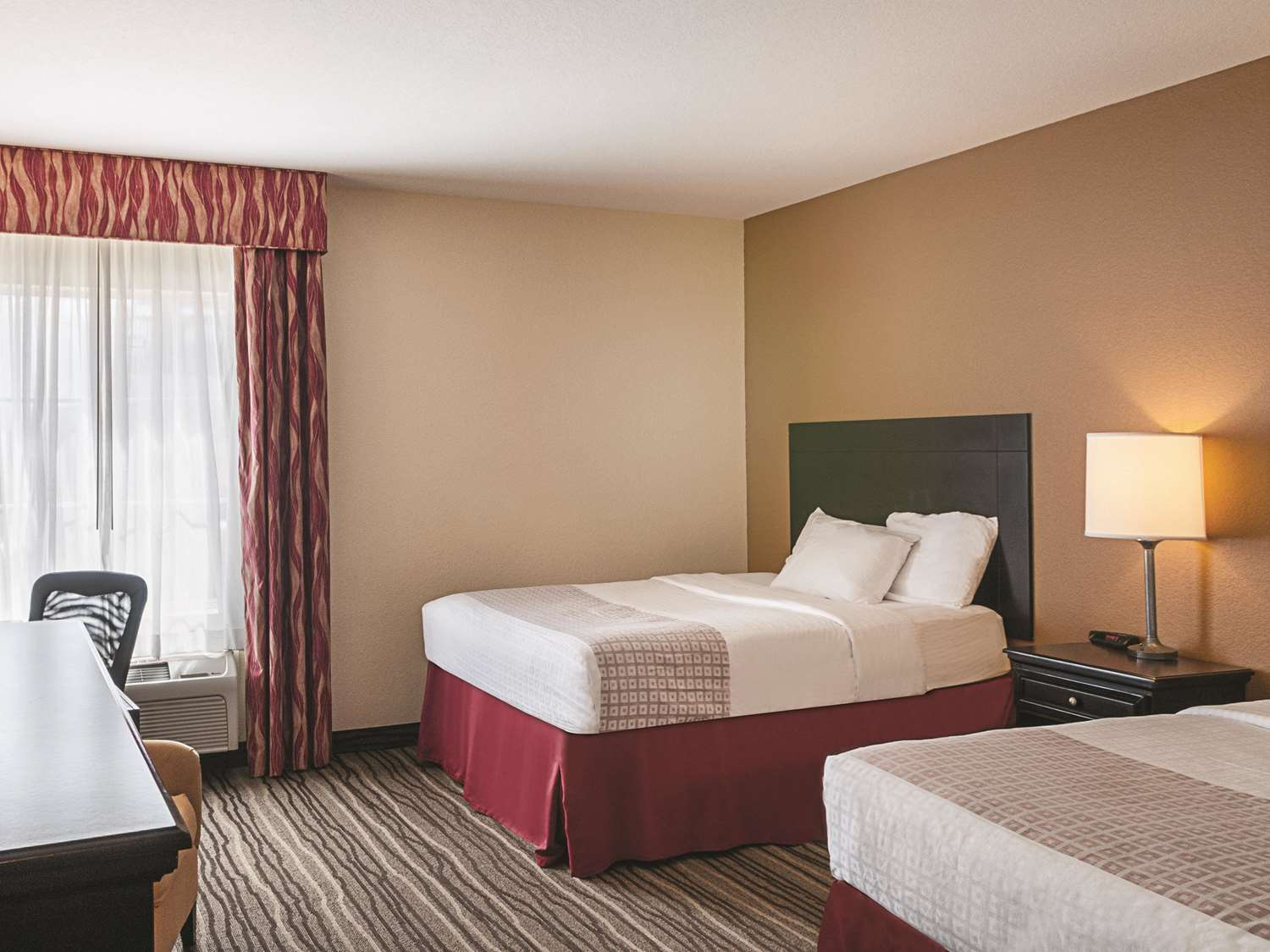 Room - La Quinta Inn & Suites Slidell