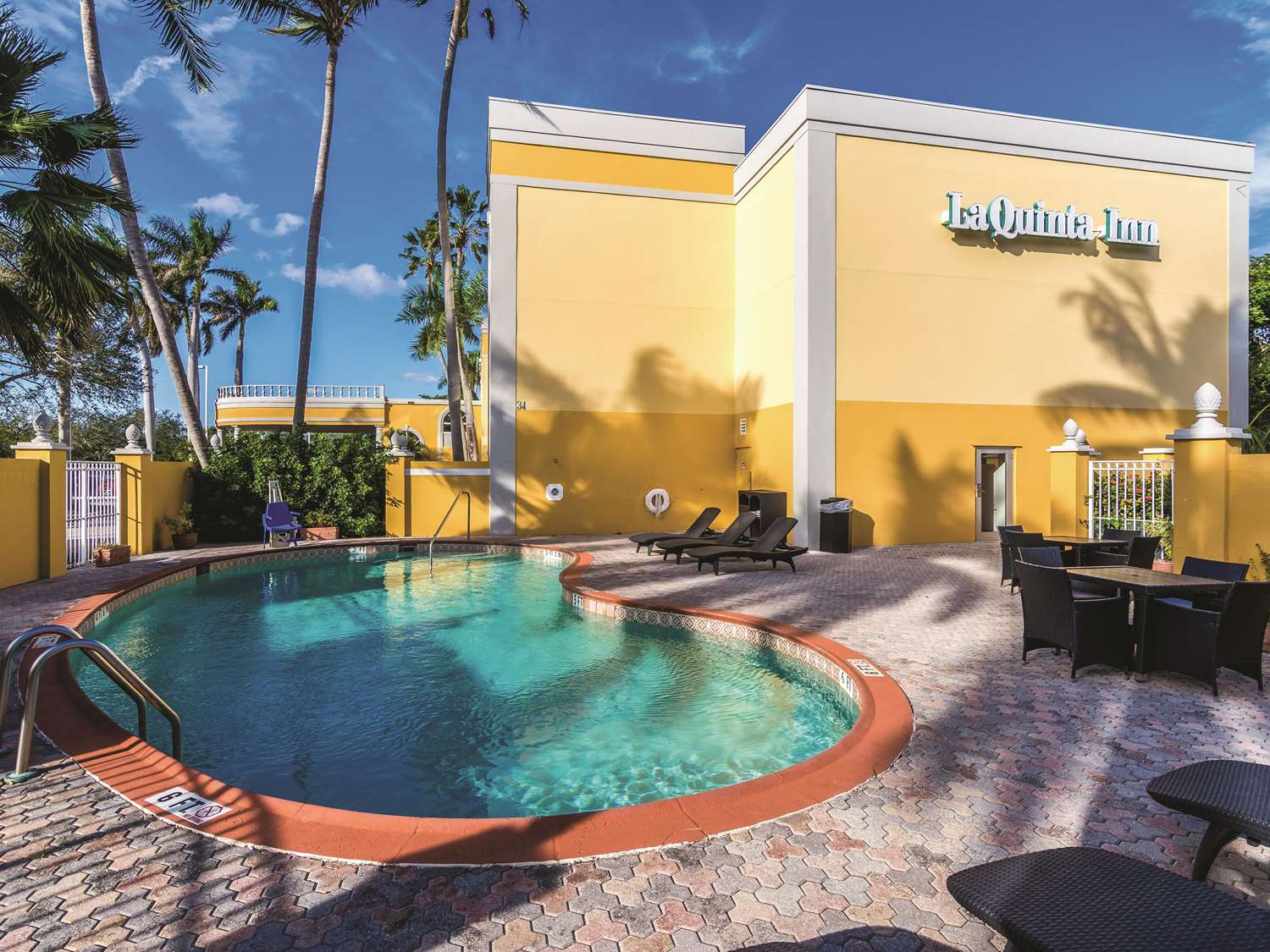 Pool - La Quinta Inn & Suites Jupiter