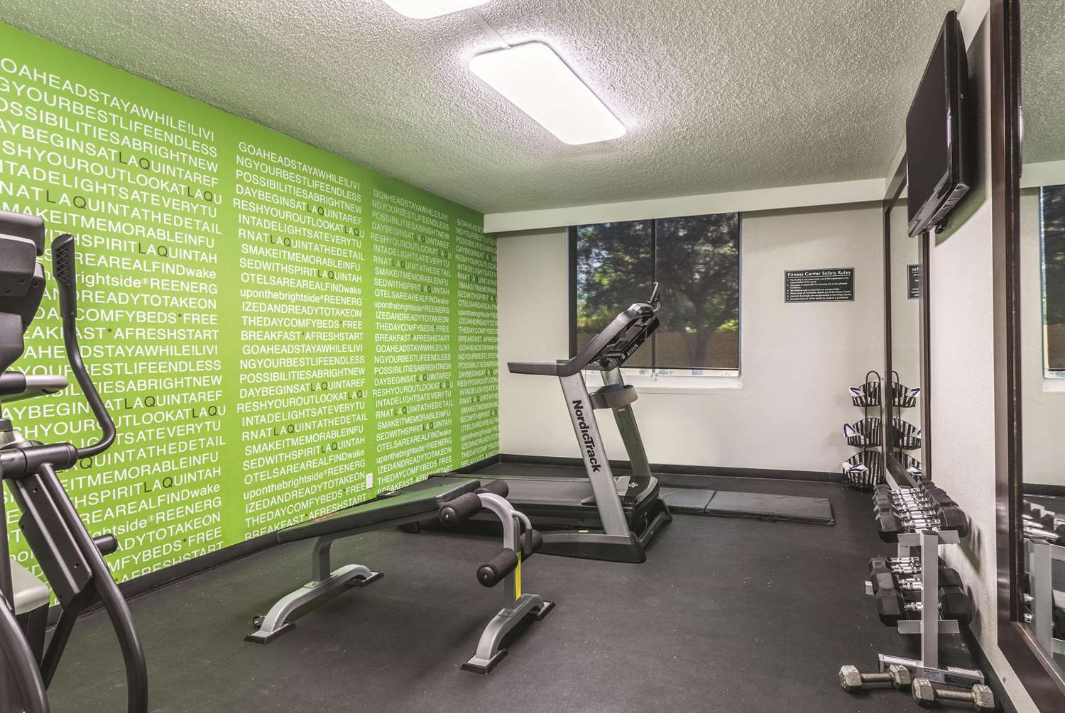 Fitness/ Exercise Room - La Quinta Inn & Suites Jupiter