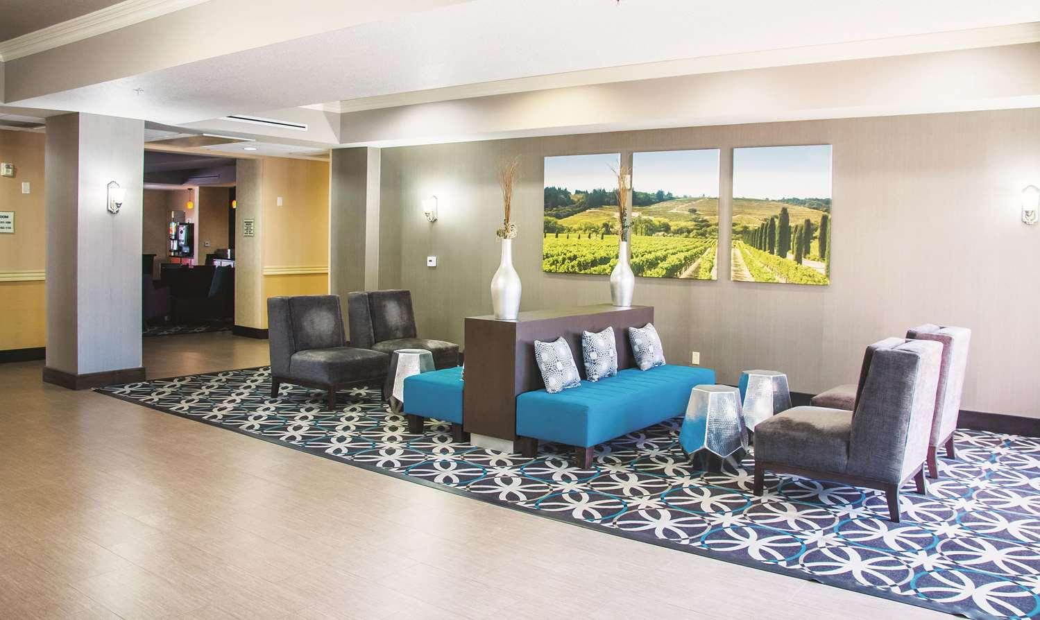 Lobby - La Quinta Inn & Suites Temecula