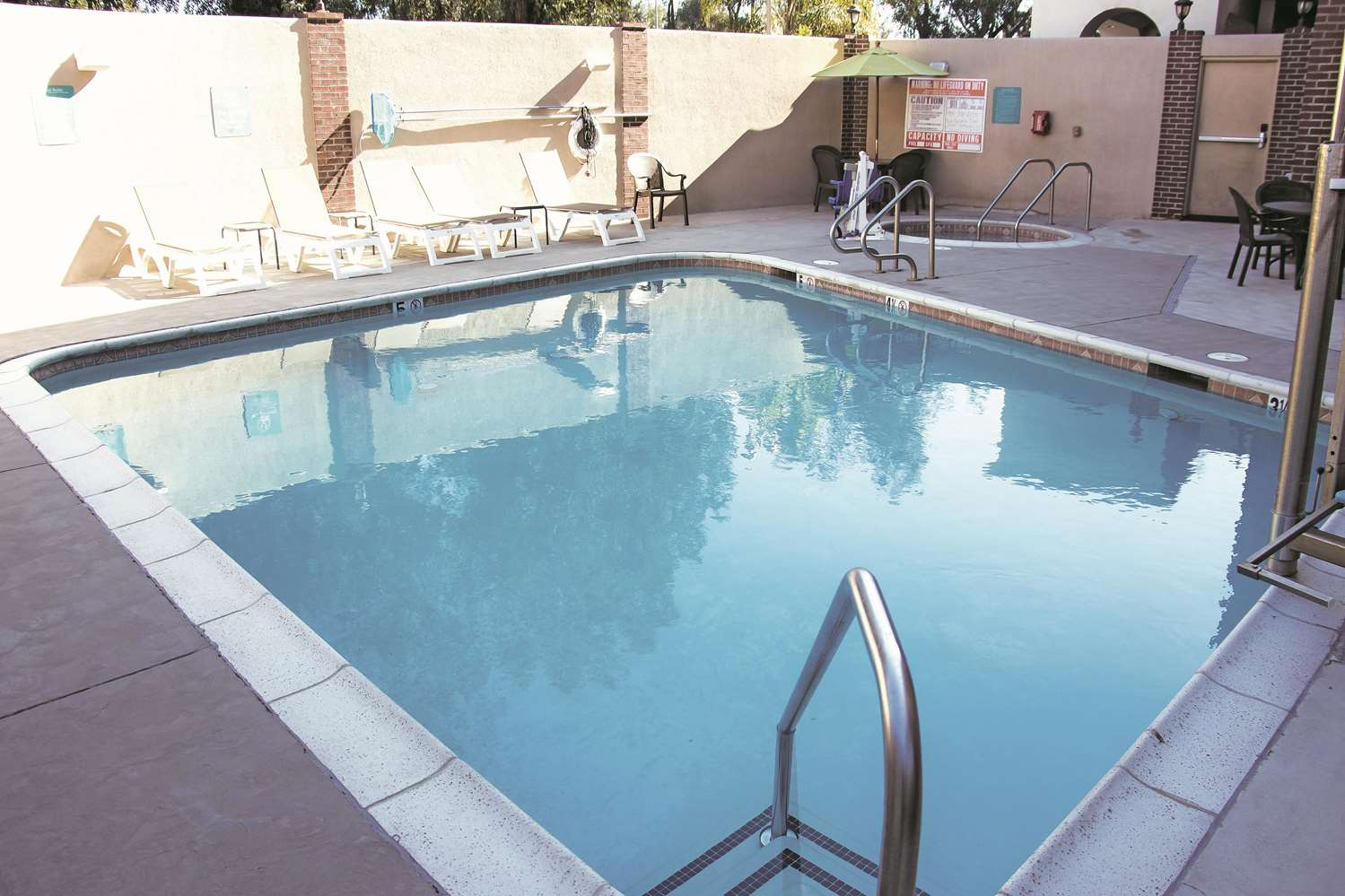 Pool - La Quinta Inn & Suites Temecula