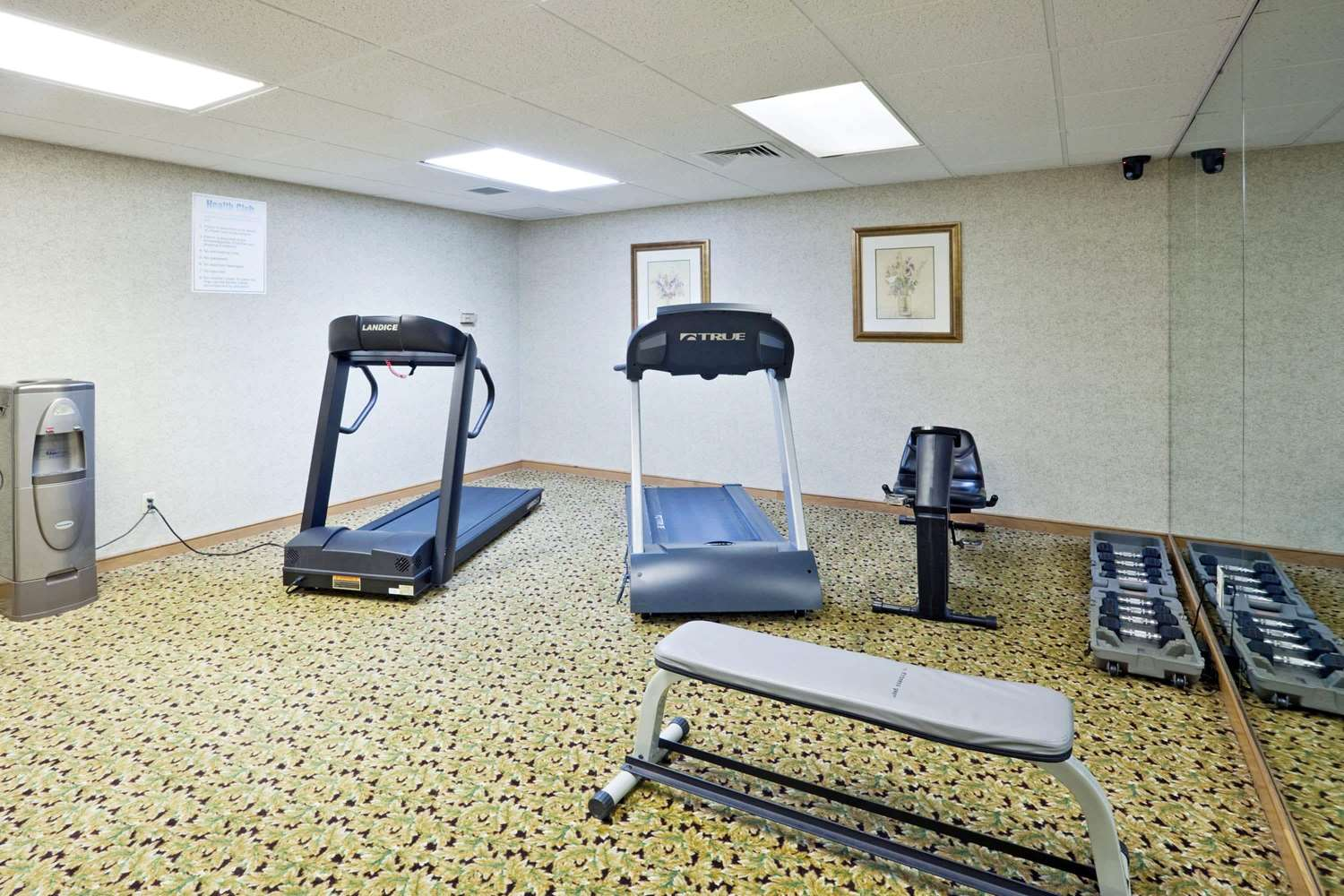 Fitness/ Exercise Room - La Quinta Inn & Suites Overland Park