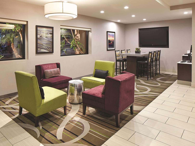 Lobby - La Quinta Inn Mission Valley San Diego