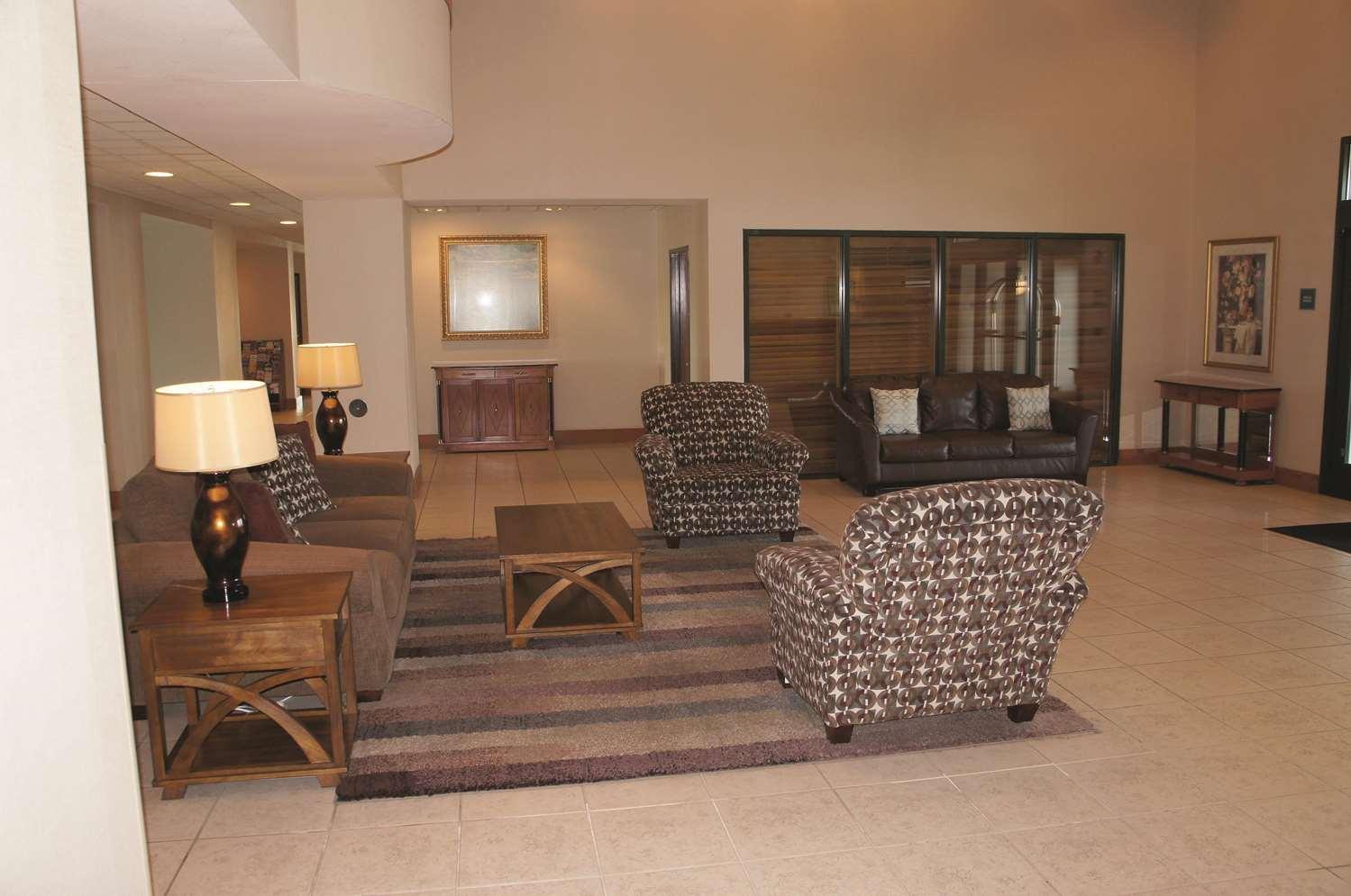 Lobby - La Quinta Inn & Suites Carter Lake