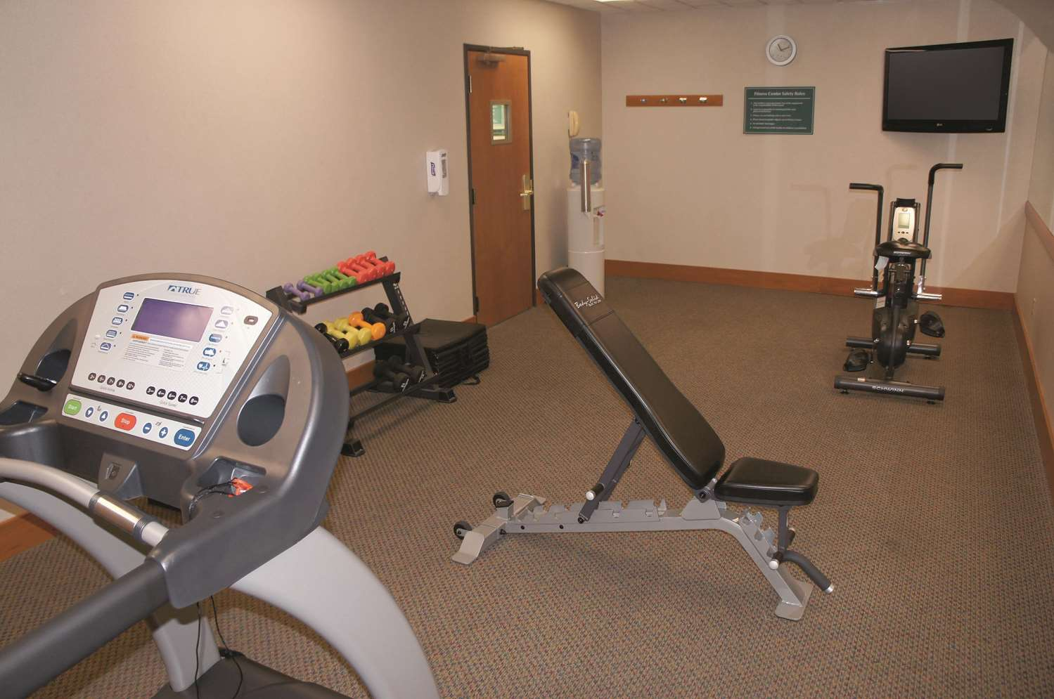 Fitness/ Exercise Room - La Quinta Inn & Suites Carter Lake