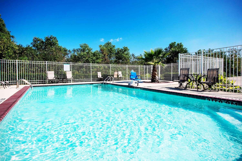 Pool - La Quinta Inn & Suites New Iberia