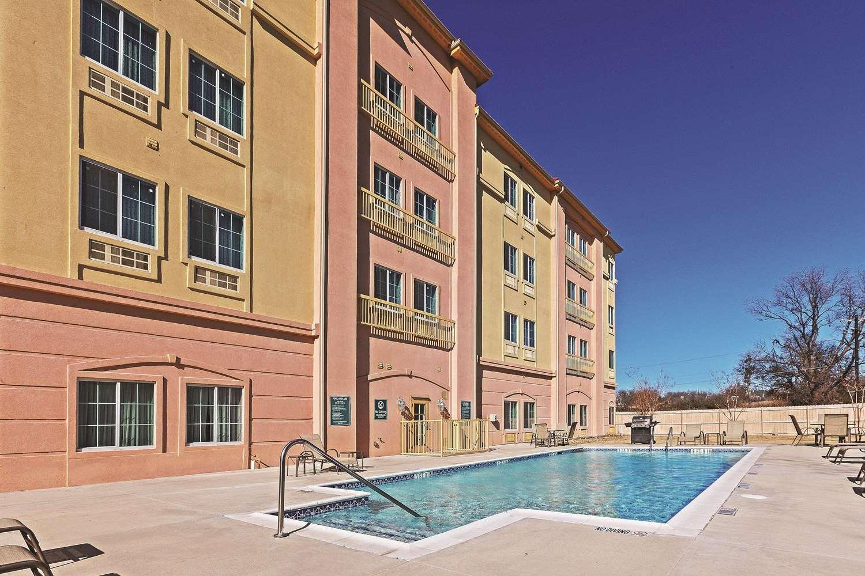 Pool - La Quinta Inn & Suites Decatur