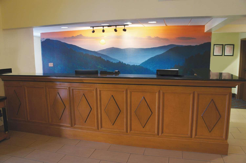 Lobby - La Quinta Inn & Suites Sevierville