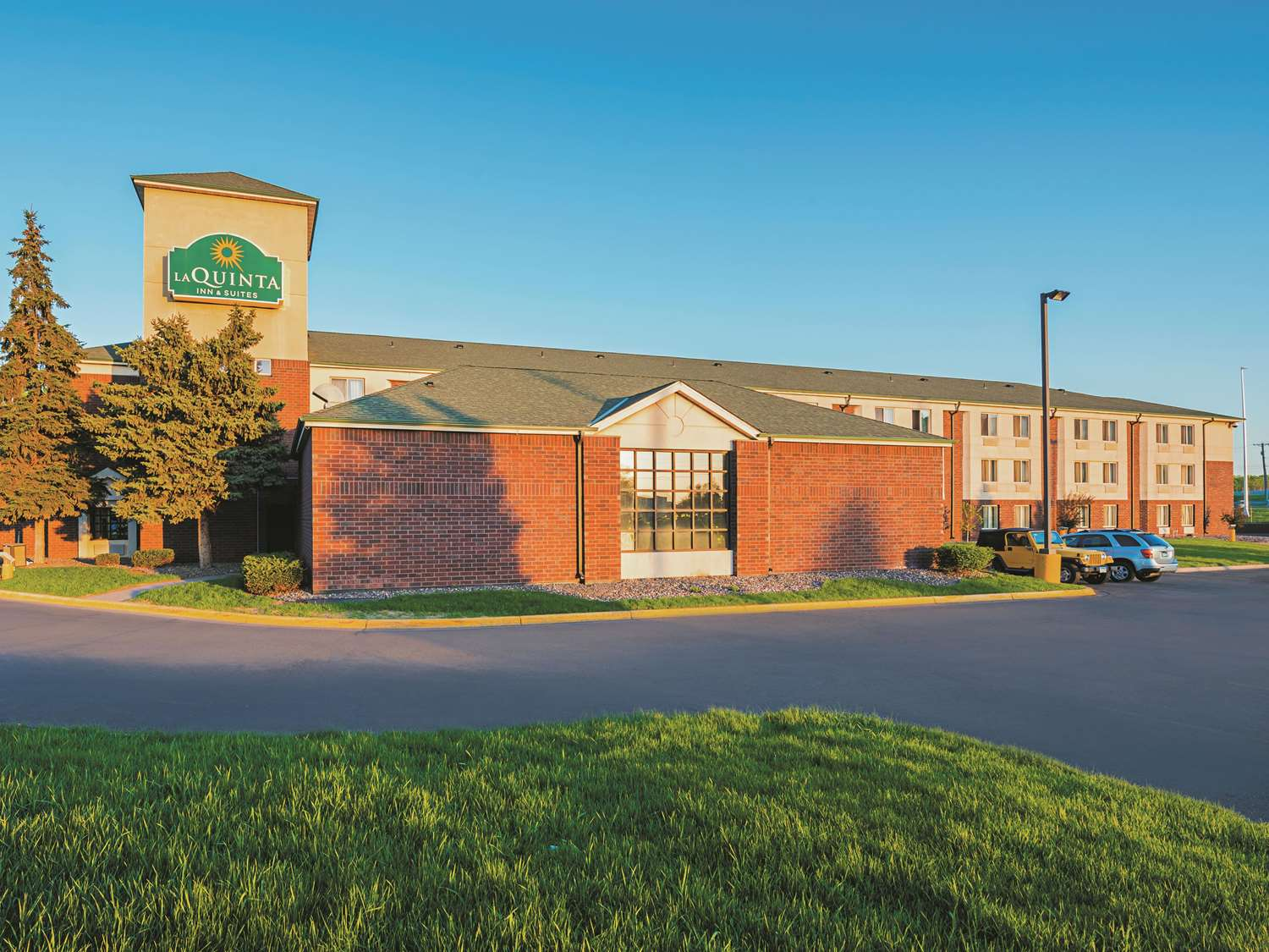 Exterior view - La Quinta Inn & Suites Brooklyn Park