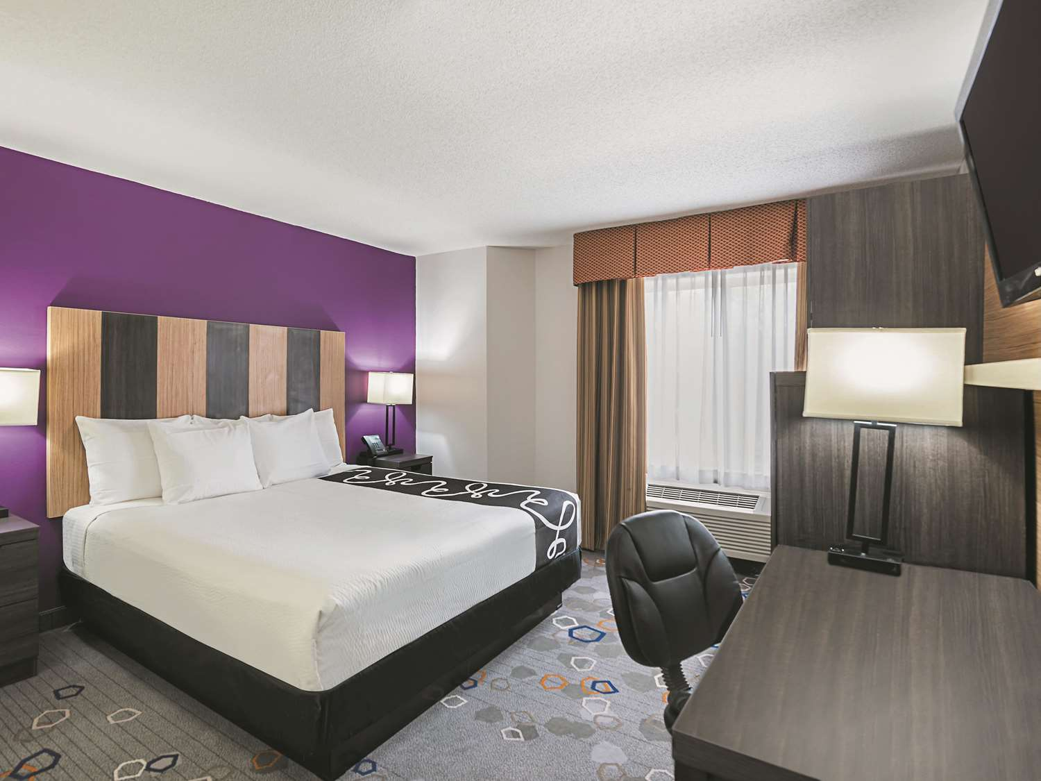 Room - La Quinta Inn & Suites Brooklyn Park
