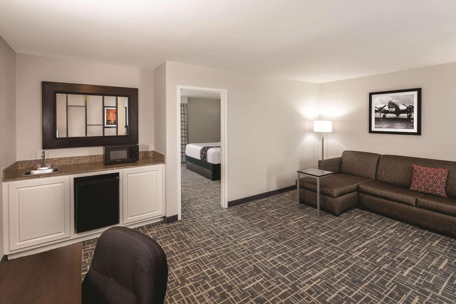 Suite - La Quinta Inn & Suites College Park