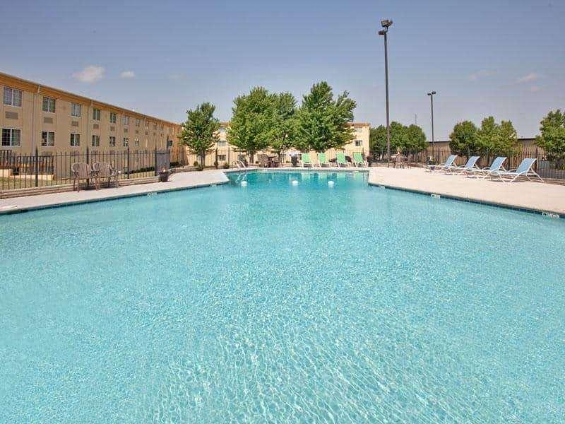 Pool - La Quinta Inn & Suites Joplin