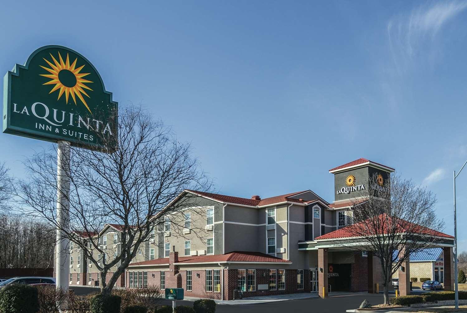 Exterior view - La Quinta Inn & Suites Airport Kansas City