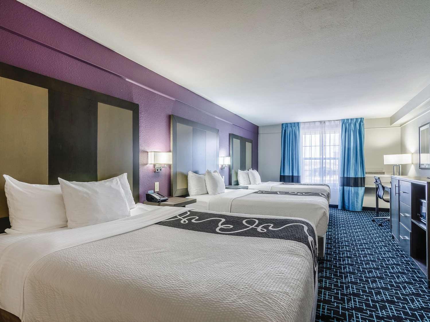 Suite - La Quinta Inn & Suites Airport Kansas City