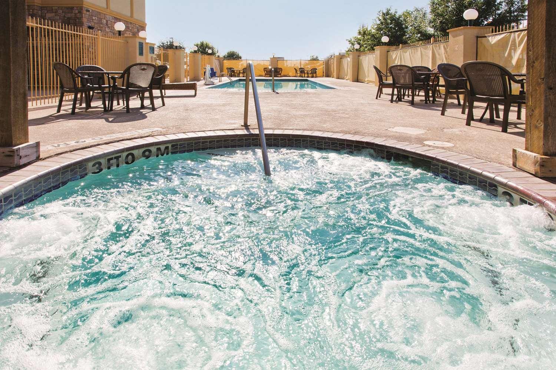Pool - La Quinta Inn Schertz