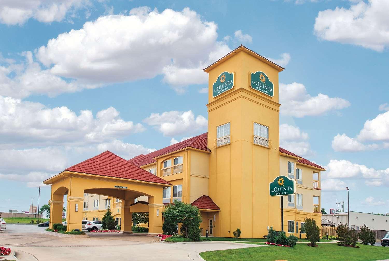 Exterior view - La Quinta Inn & Suites Airport Tulsa