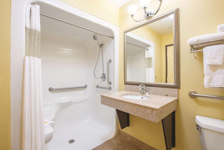 Room - La Quinta Inn & Suites Airport Tulsa