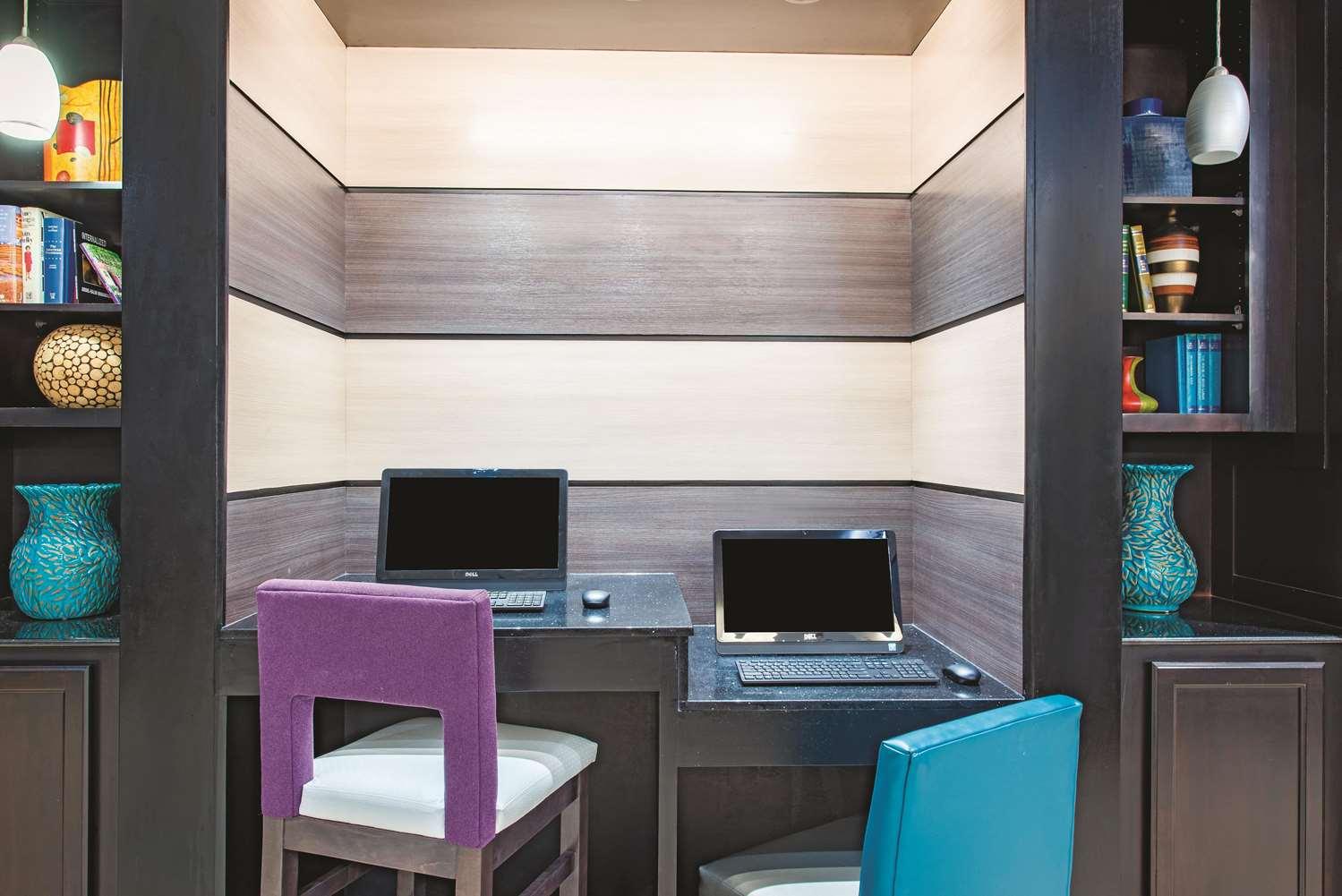 Conference Area - La Quinta Inn & Suites Airport Tulsa