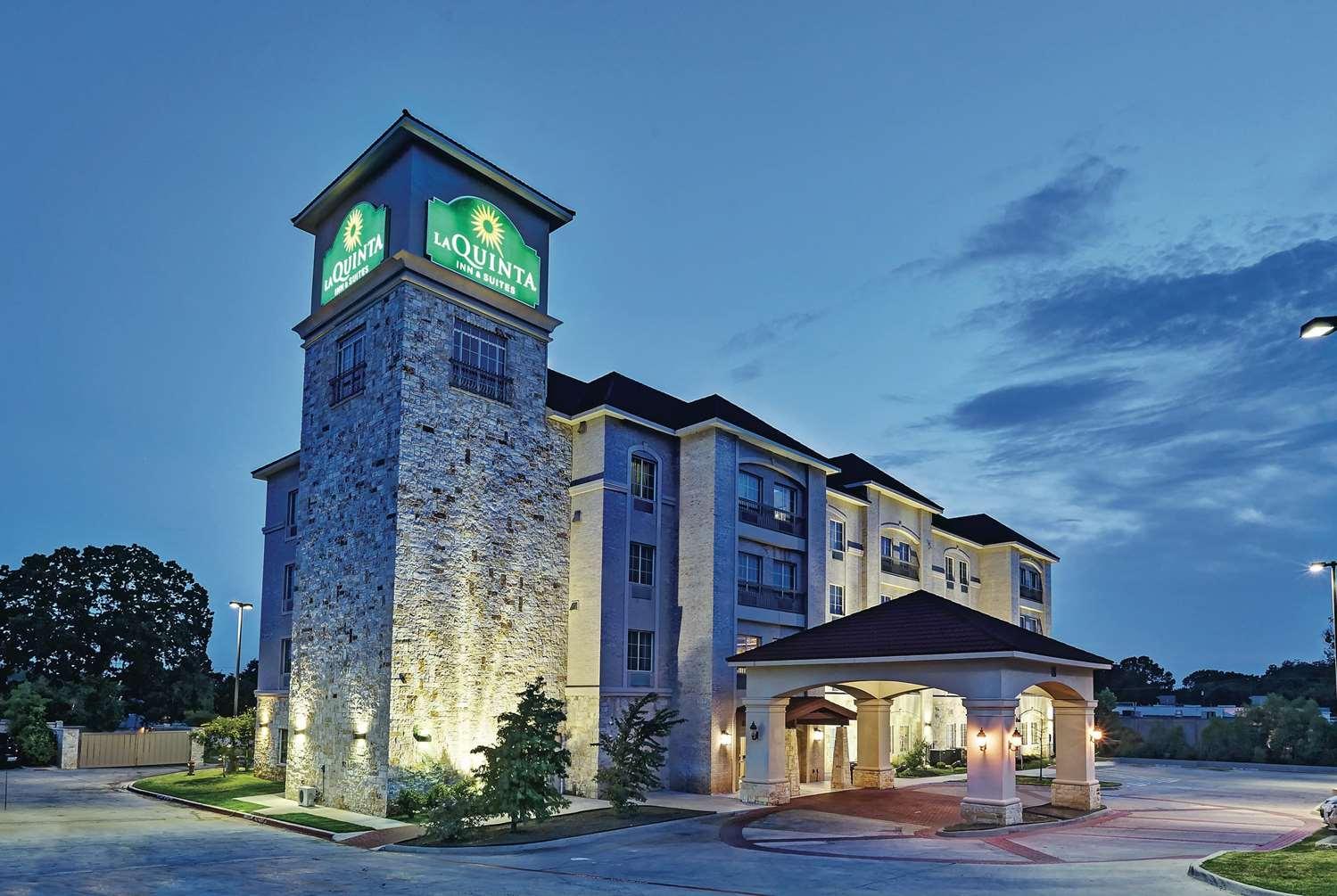 Exterior view - La Quinta Inn & Suites Euless