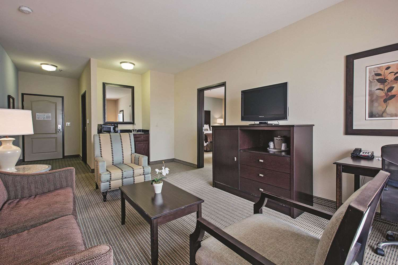 Suite - La Quinta Inn & Suites Euless