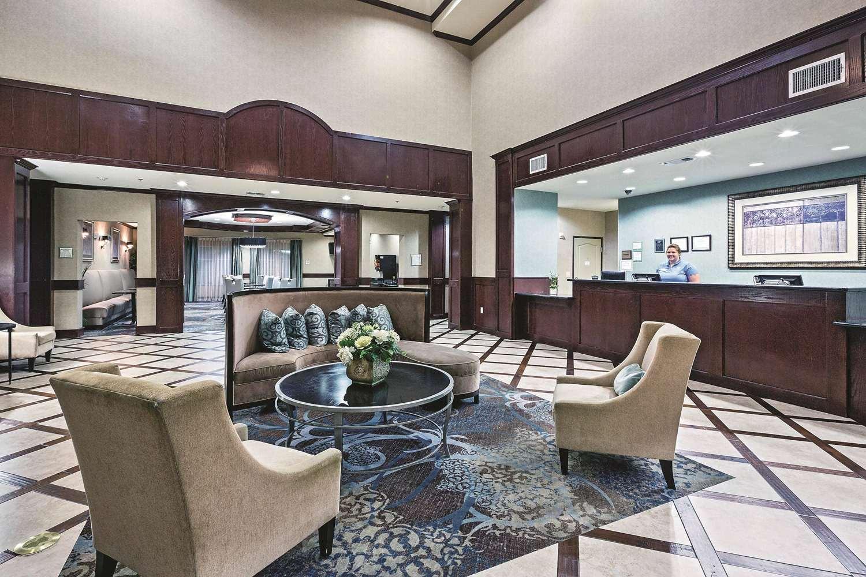 Lobby - La Quinta Inn & Suites Euless