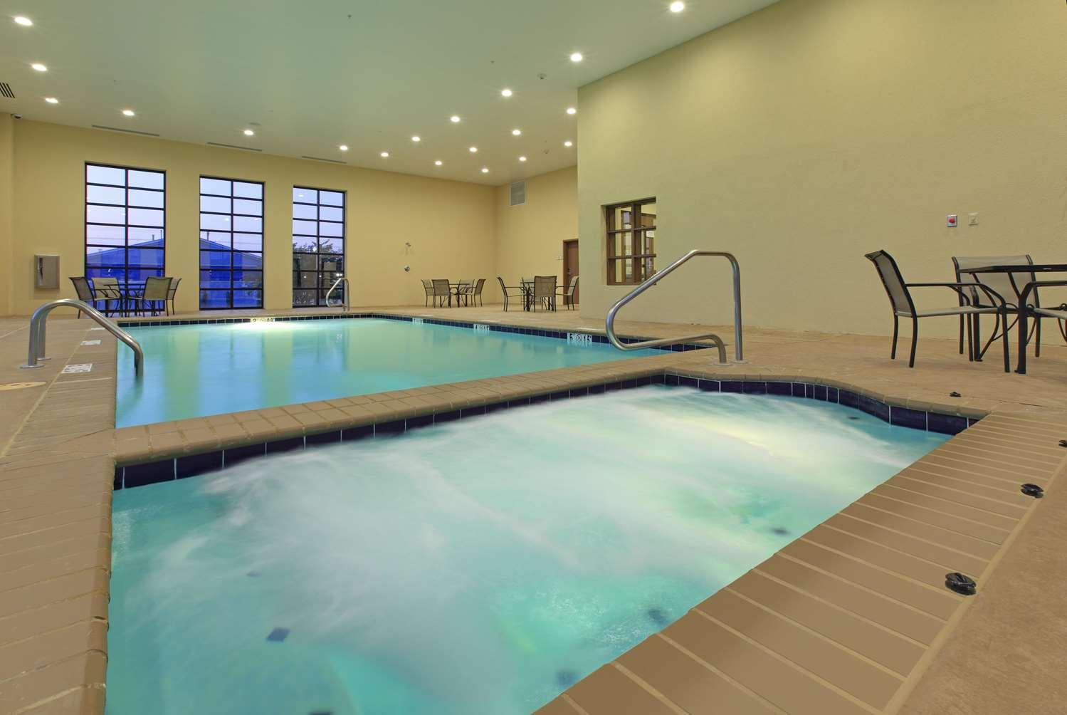 Pool - La Quinta Inn & Suites Wolfchase Memphis