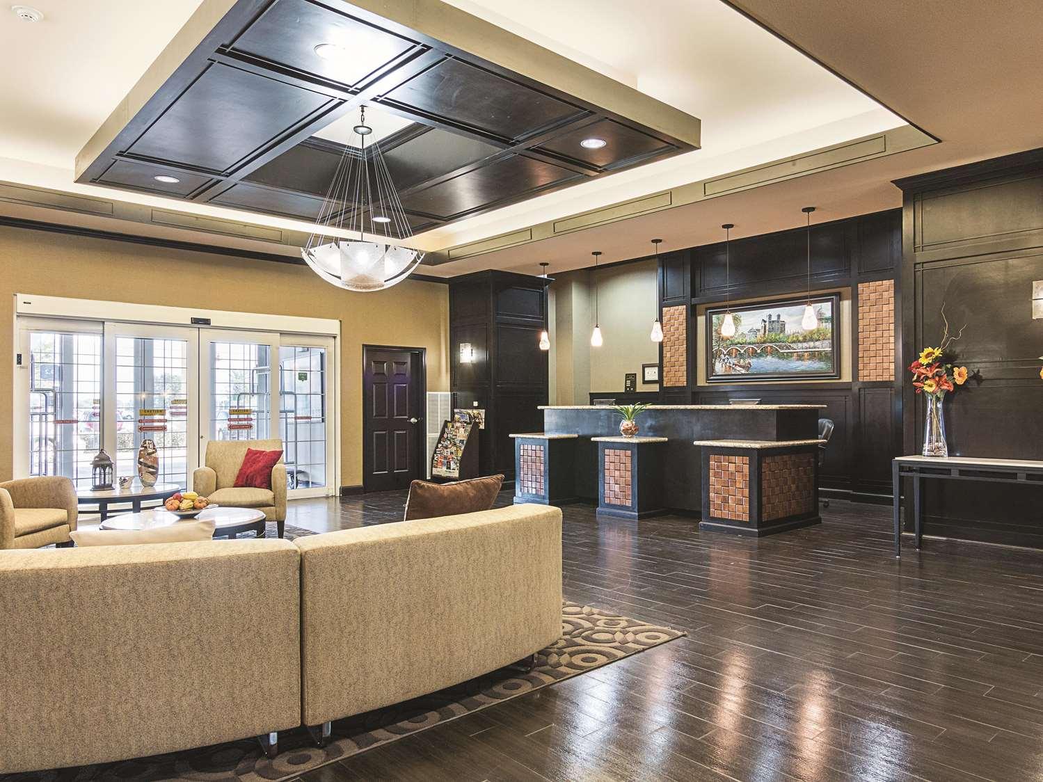 Lobby - La Quinta Inn & Suites Mt Pleasant