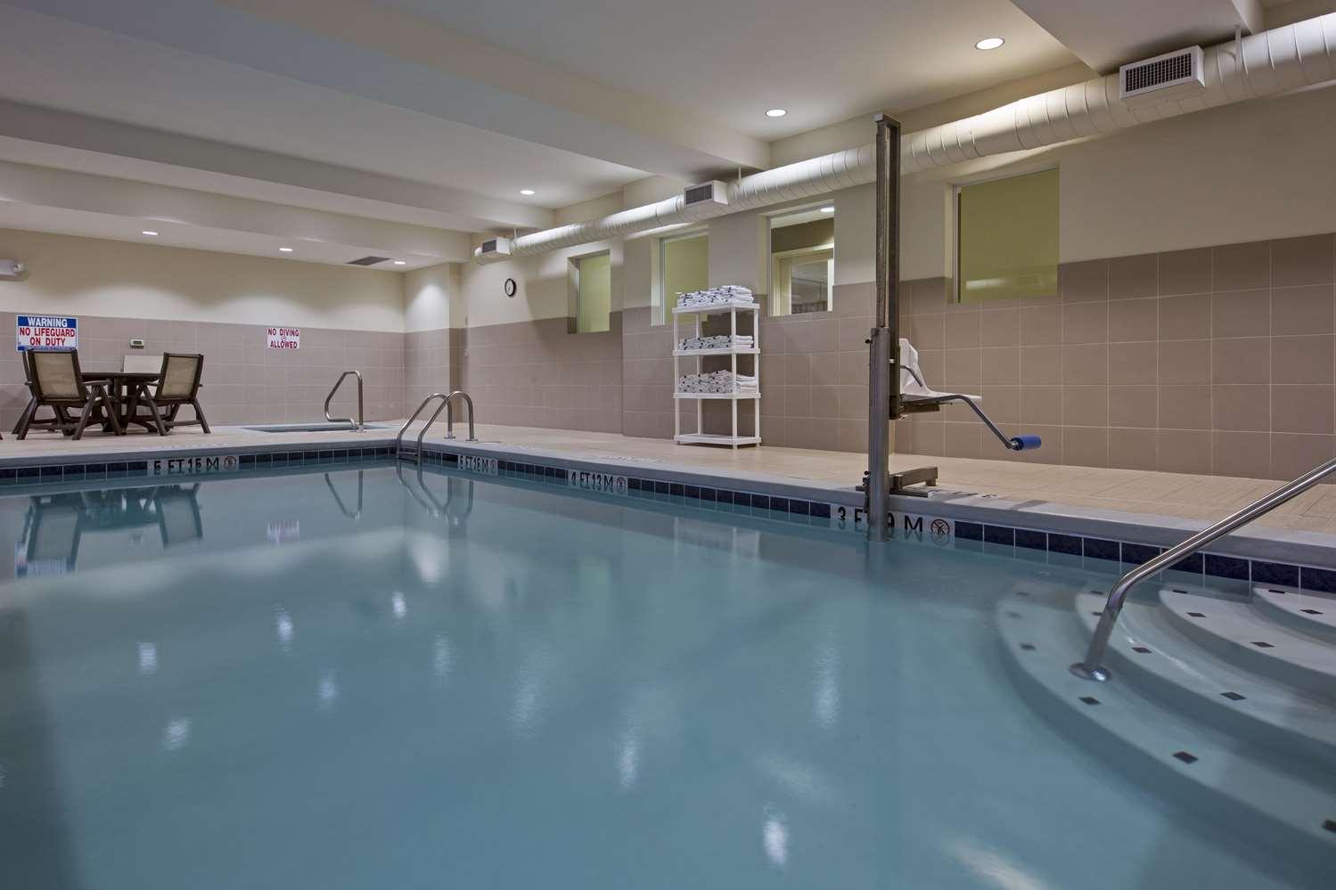 Pool - La Quinta Inn & Suites Ronks