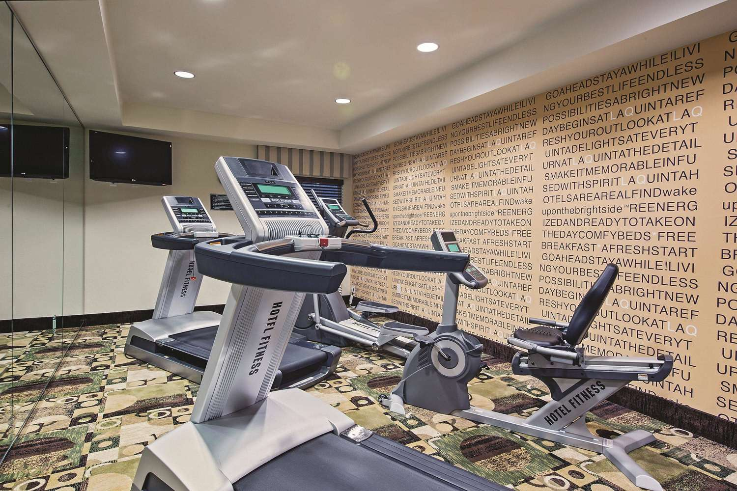 Fitness/ Exercise Room - La Quinta Inn & Suites Ronks