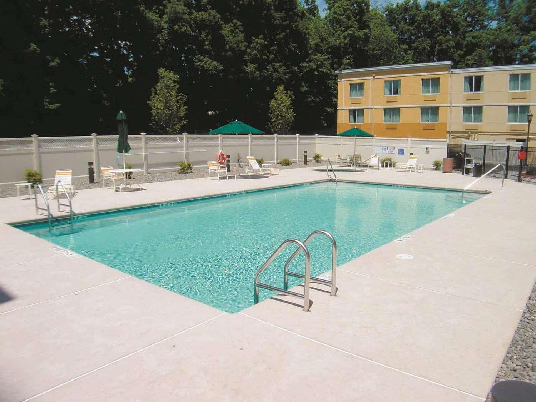 Pool - La Quinta Inn & Suites Danbury