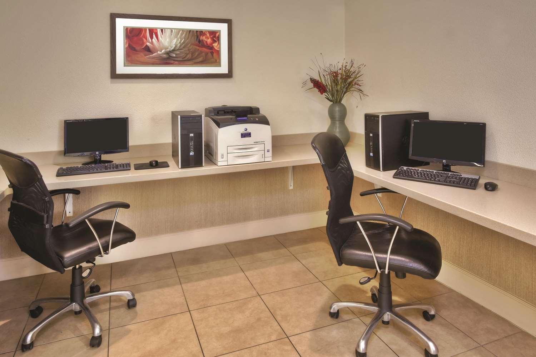 Conference Area - La Quinta Inn & Suites Danbury